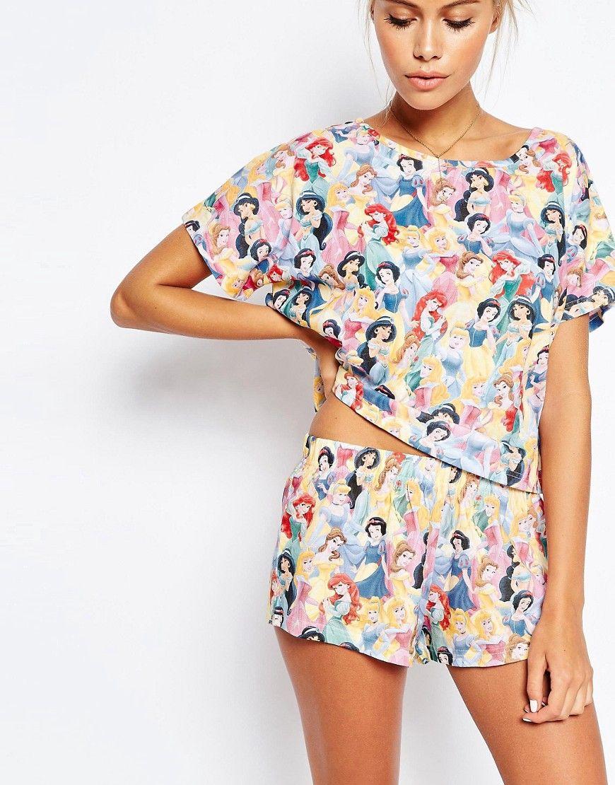 Pijama de camiseta y pantalón corto con princesa Disney de ASOS PETITE at  asos.com