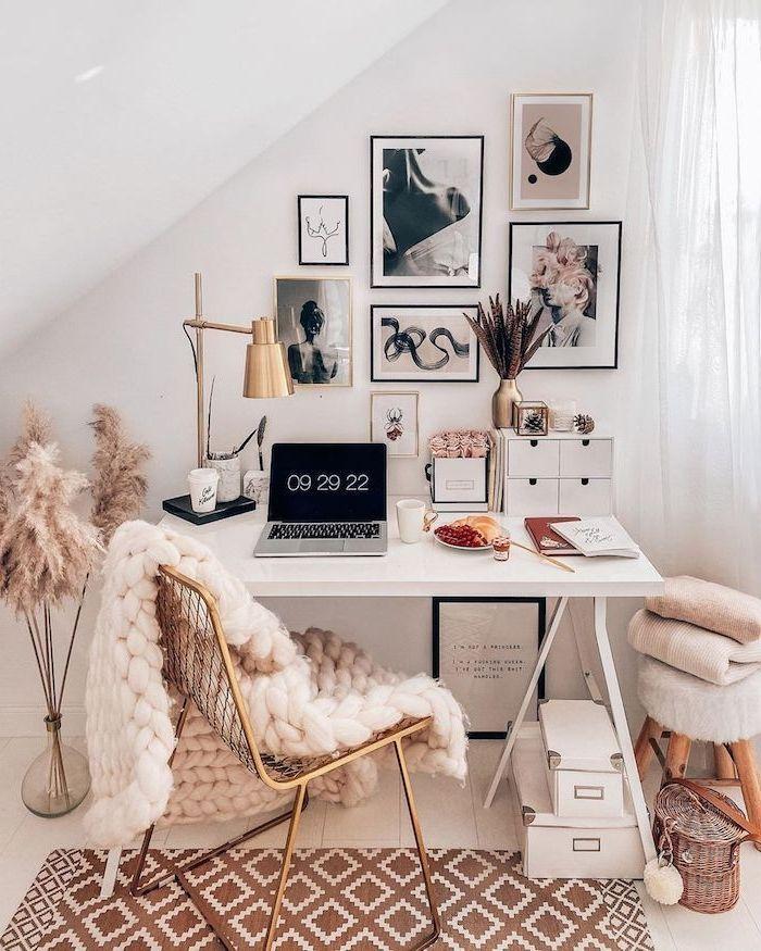 schlafzimmer mit dachschräge tumblr schreibtisch ästhetische bilder an die wand dicke flauschige d