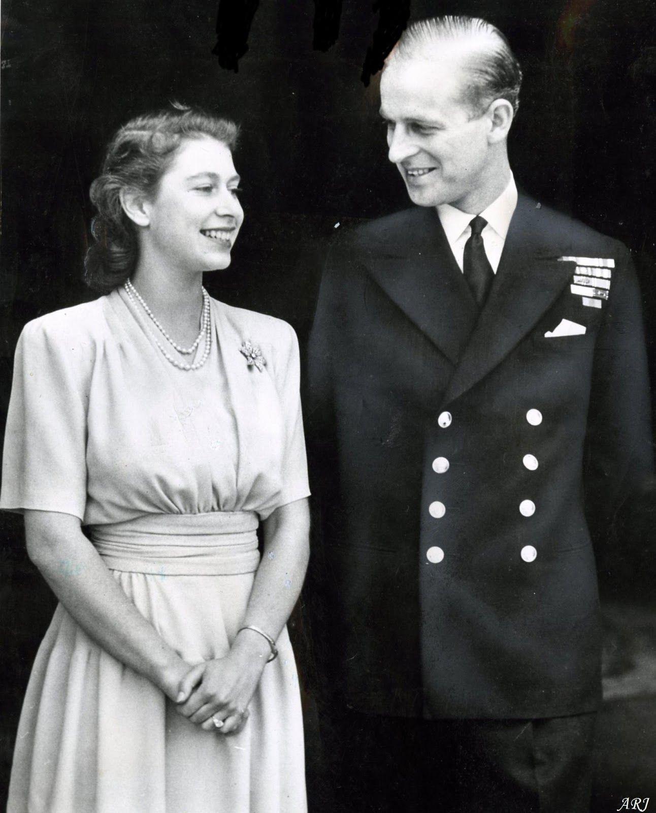 Queen Elizabeth Wedding Photos