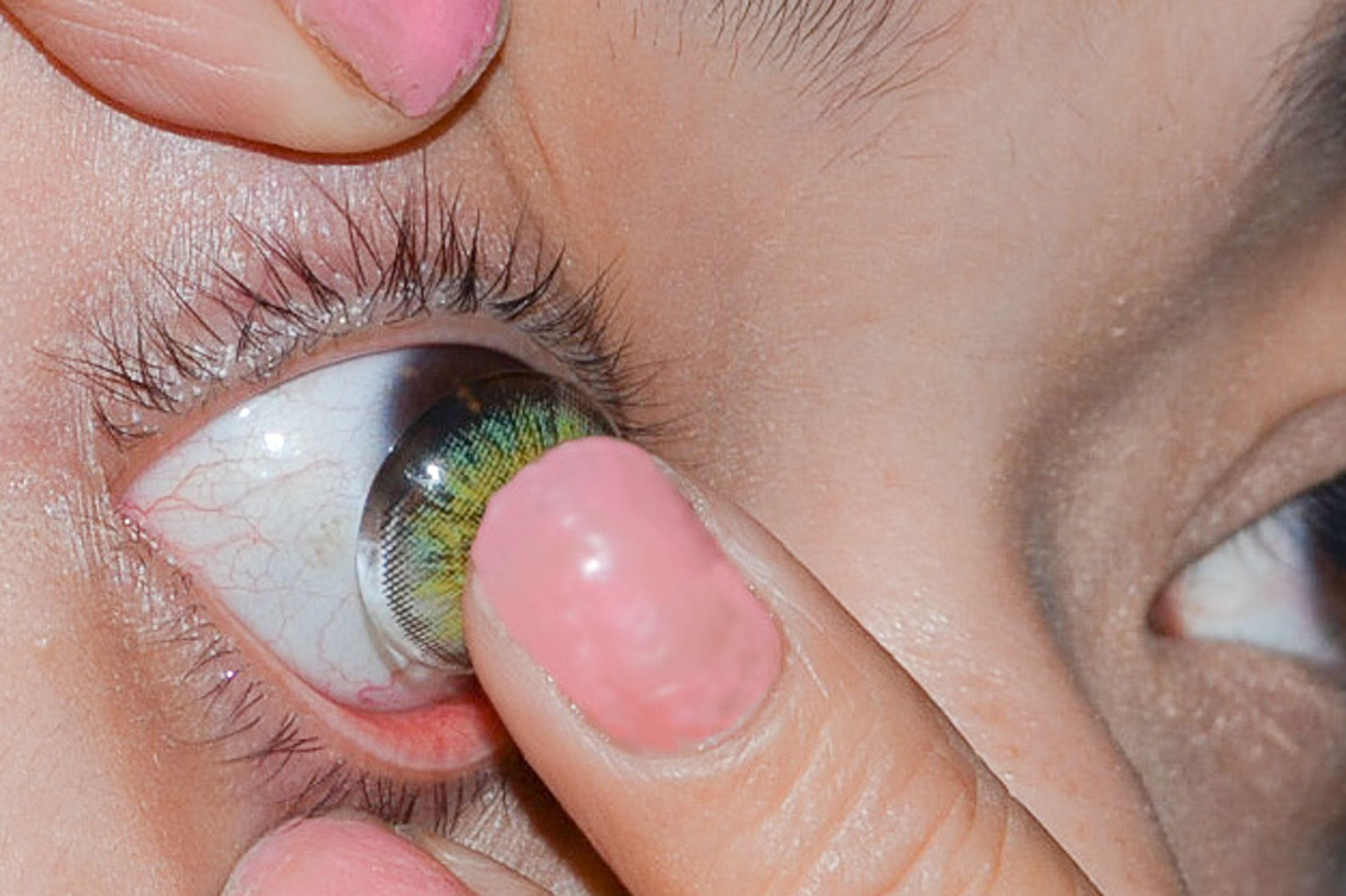 How To Put In Contact Lenses Halloween Contact Lenses Contact Lenses Contact Lenses Tips