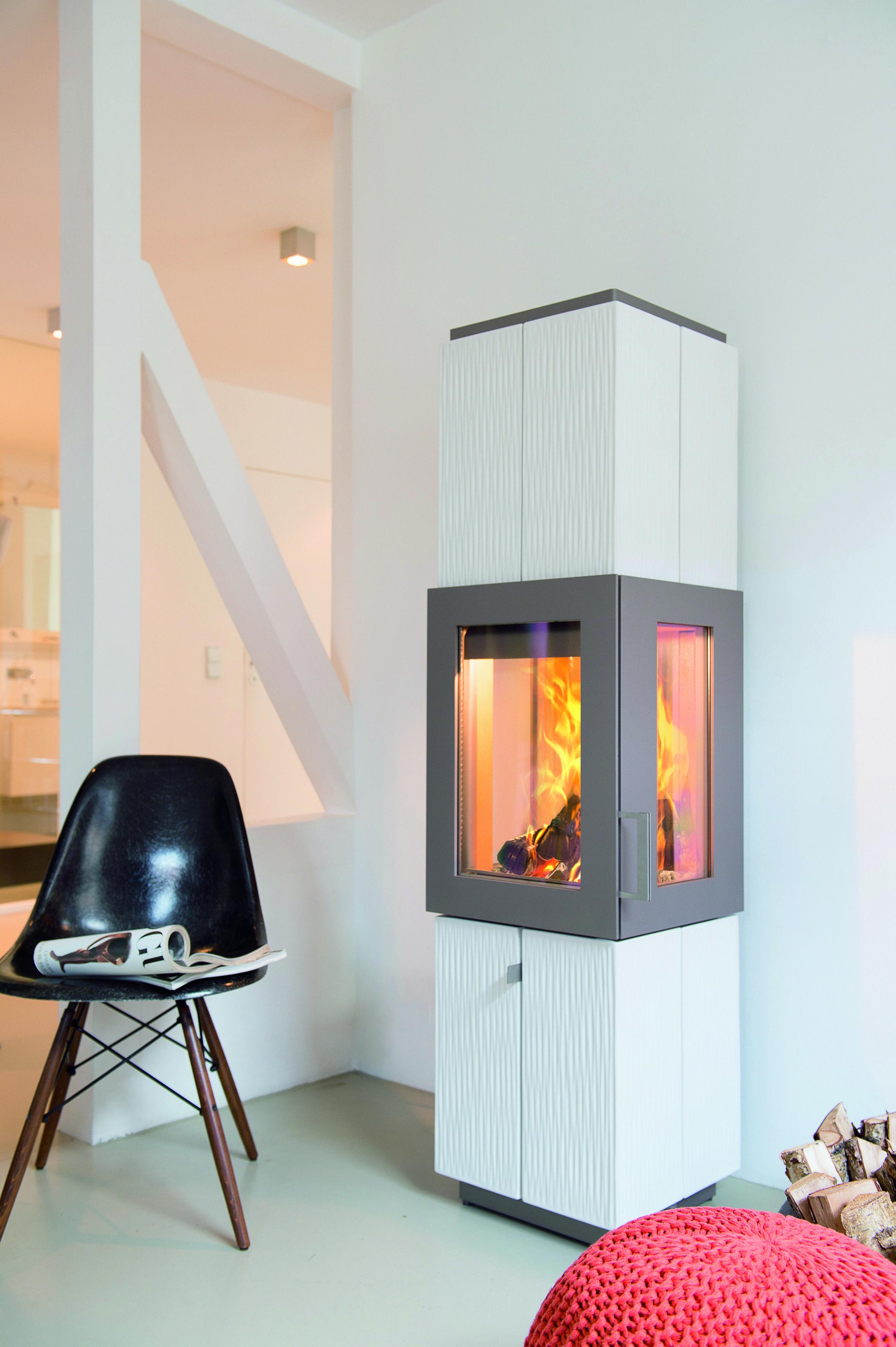 Ein Kaminofen Ist Modern Und Macht Ein Zuhause Gemütlich. Neben Dem Warmen  Feuer Nimmt Man