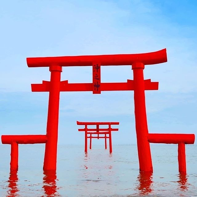 During high tide the torii gates of Oouo Shrine (in Saga Prefecture) seem to float on the sea!.#japan #japantravel #visitjapanjp #visitjapan #travelspiration #traveling #travelgram #instatravel #travelpic #doyoutravel #japantrip #landscapes #naturephotography #japanlovers #seetheworld #experiencejapan #discoverjapan #saga #sagaprefecture #oouoshrine #torii #toriigate #magicalplace #floatingtorii