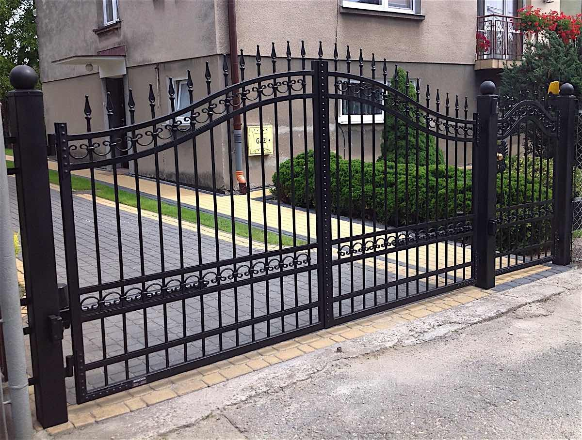 Iron Gates Celeb Iron Gates With Images Modern Gate Gate