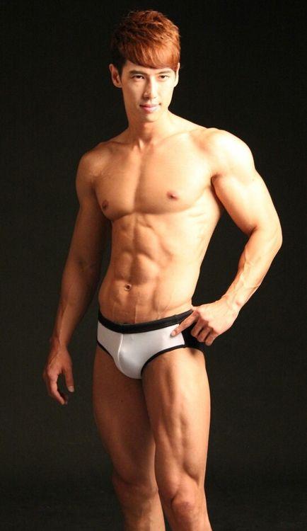 Homme gay asiatique