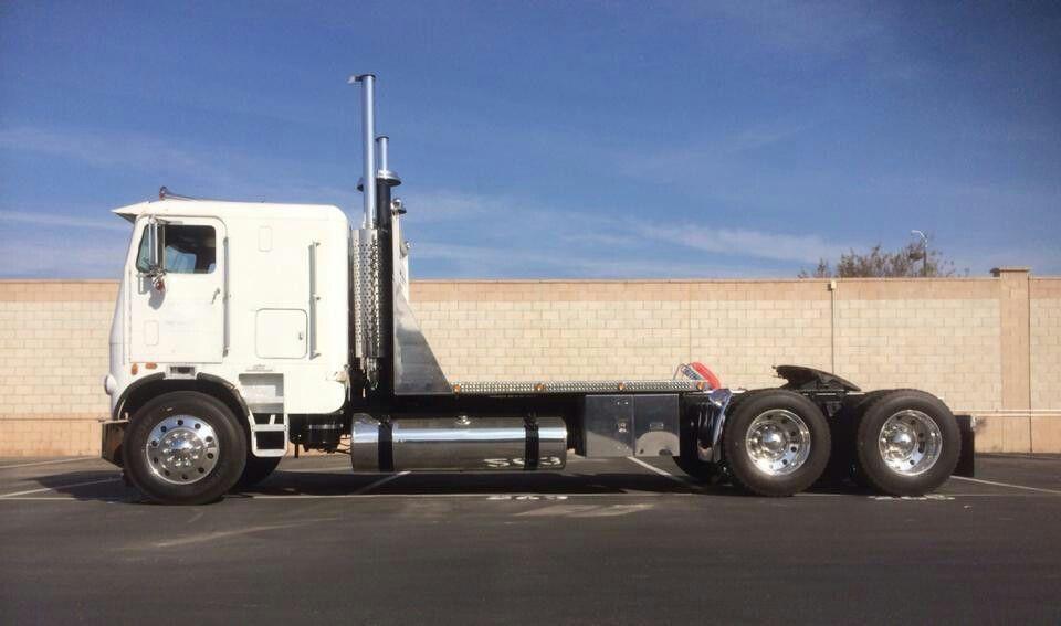 Bobtail With Images Freightliner Freightliner Trucks Big Trucks
