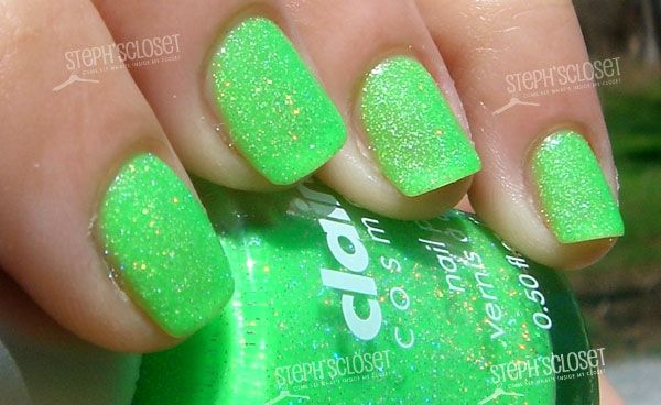 Nails Sparkles And Green Oh MY