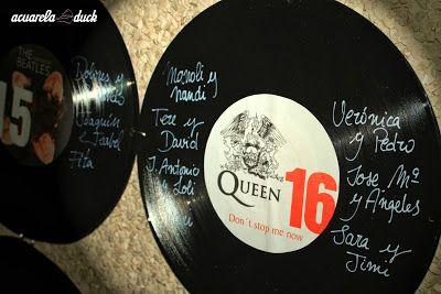 Buenos días de martes con este original seating plan de invitados elaborado con discos de vinilo ¿Qué os parece? #ideas #bodas #Innovias