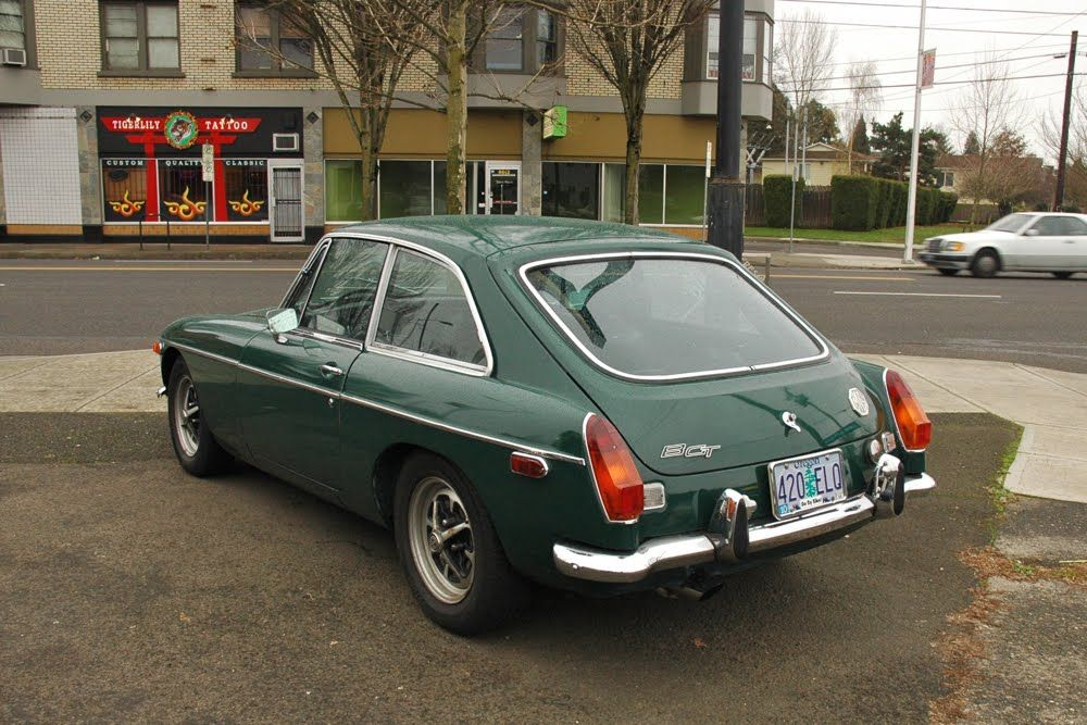 OLD PARKED CARS.: 1972 MG MGB GT. I have one for sale! | Pretty ...