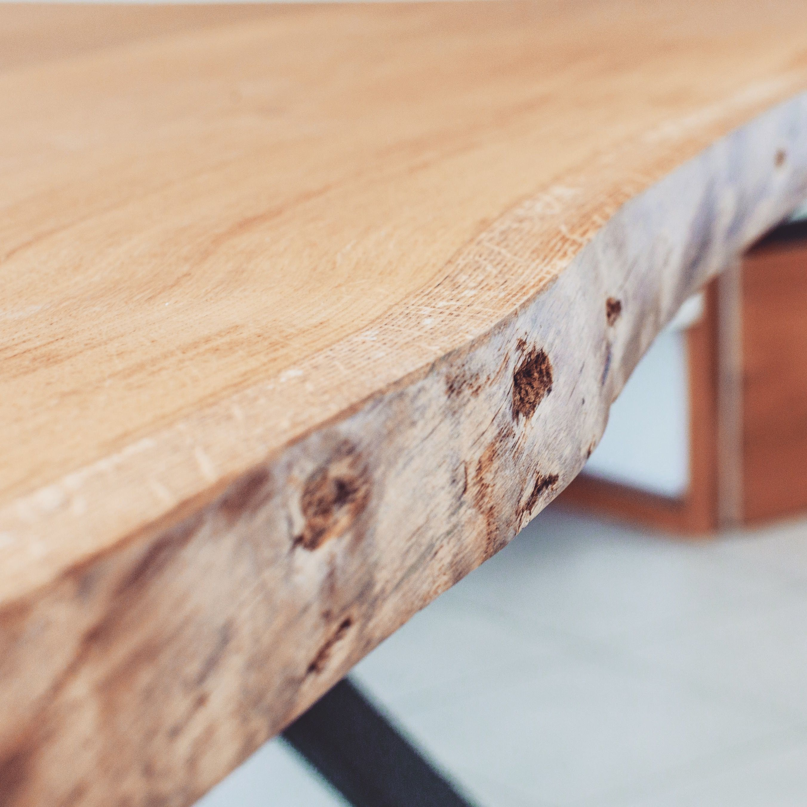 Table A Manger En Chene Massif Live Edge Chene Origine