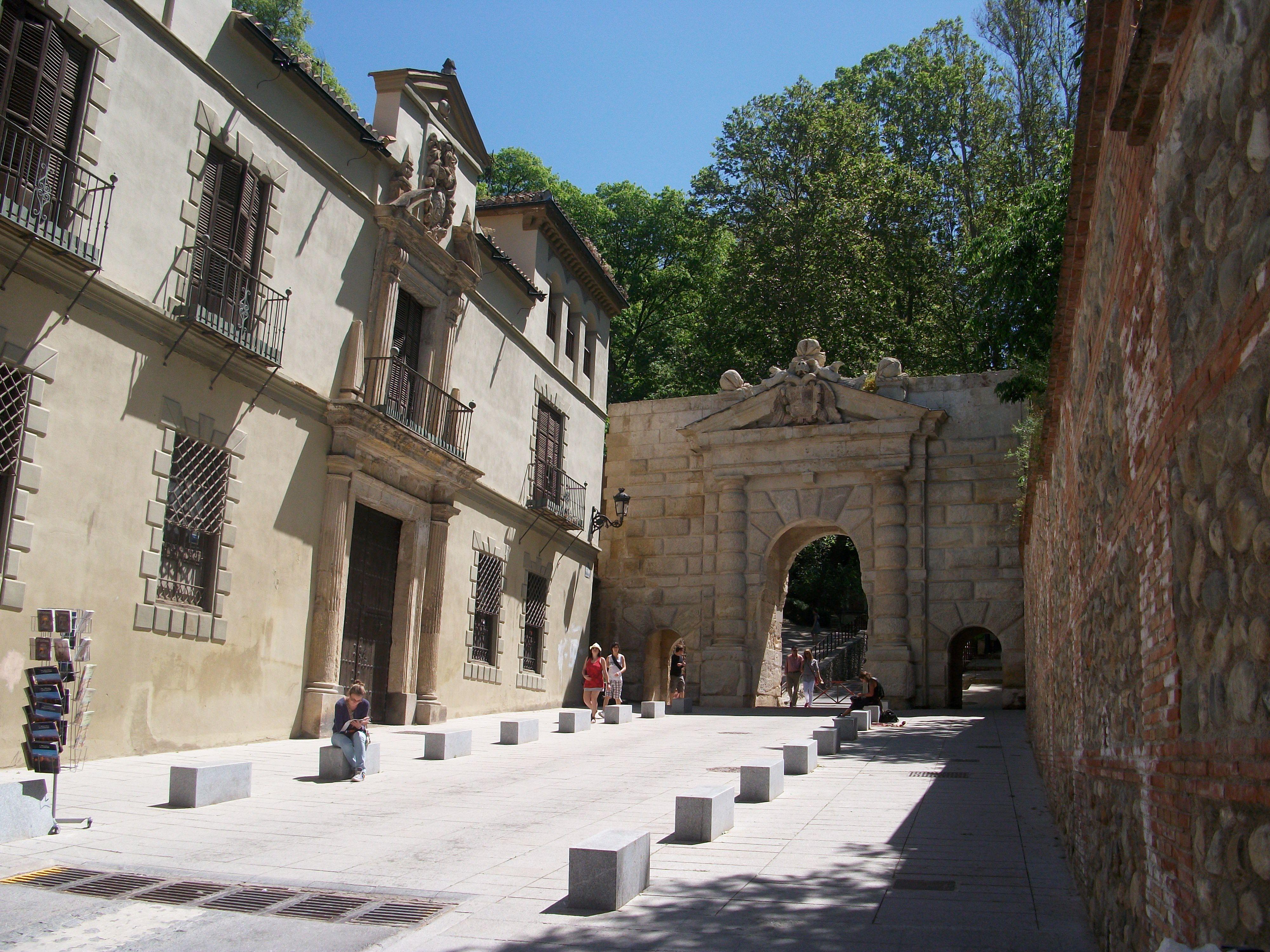 Puerta De Las Granadas Granada Mi Ciudad Pinterest