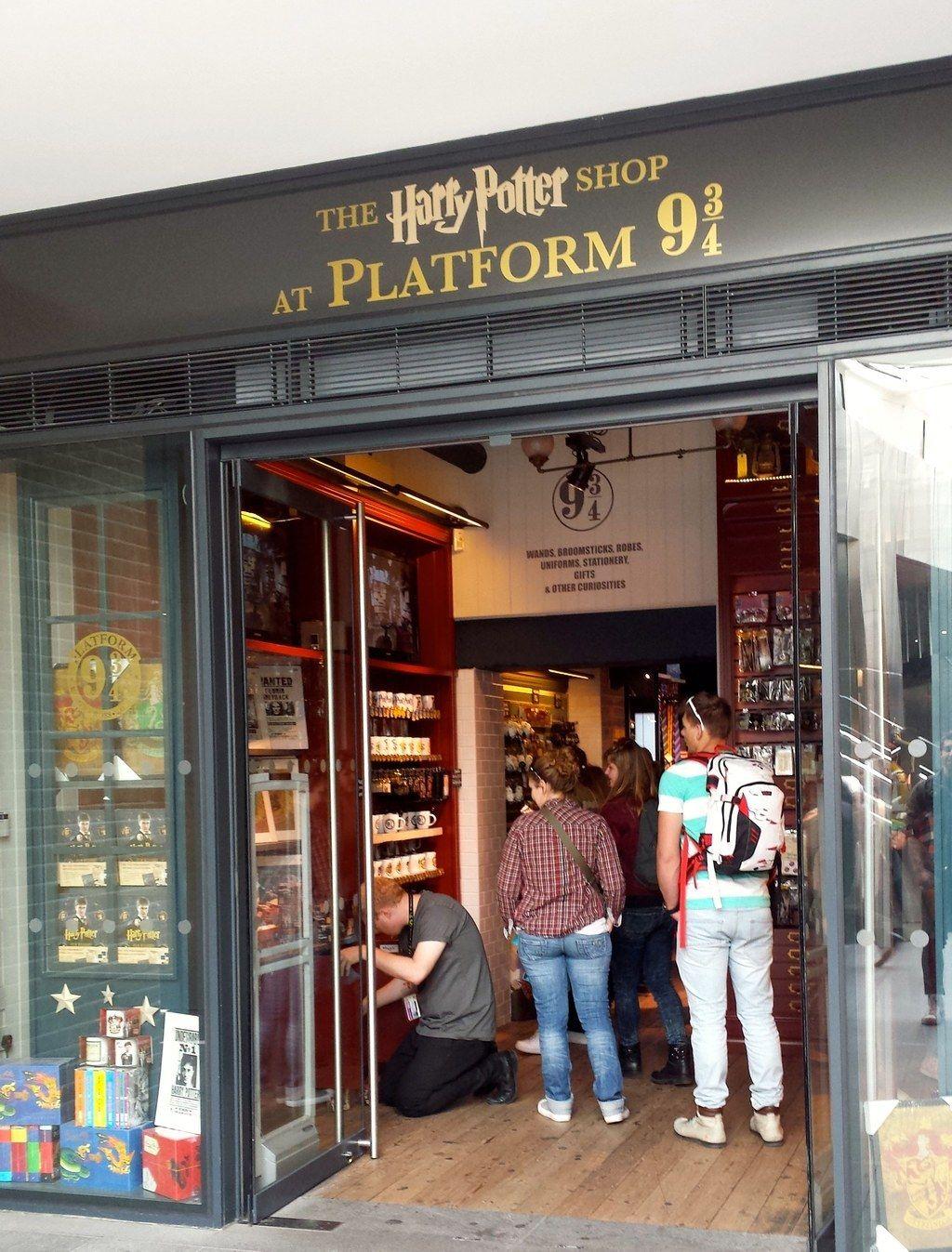 The Harry Potter Shop At Platform 9 London Travel Harry Potter Shop London