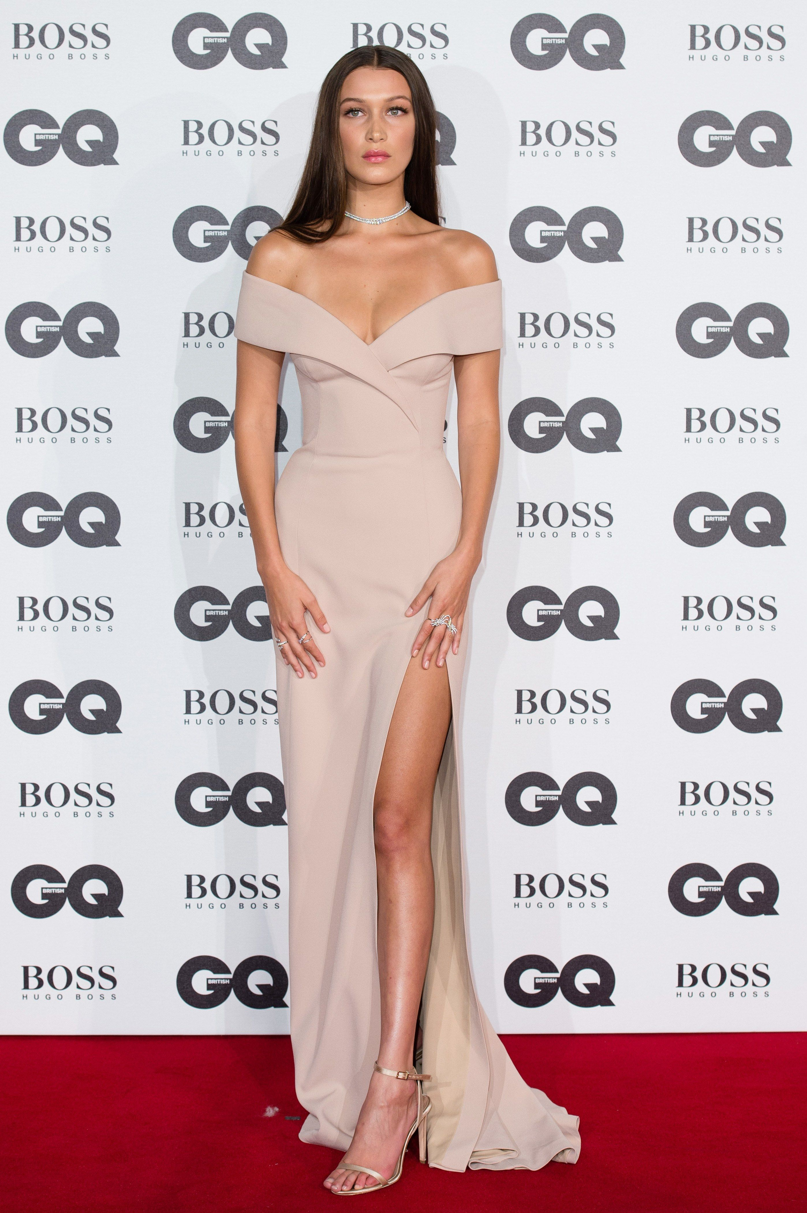 15d46df65b Bella Hadid Can Work the Most Minimalist Looks  minimalistic. Bella Hadid  Can Work the Most Minimalist Looks  minimalistic Elegant Dresses ...