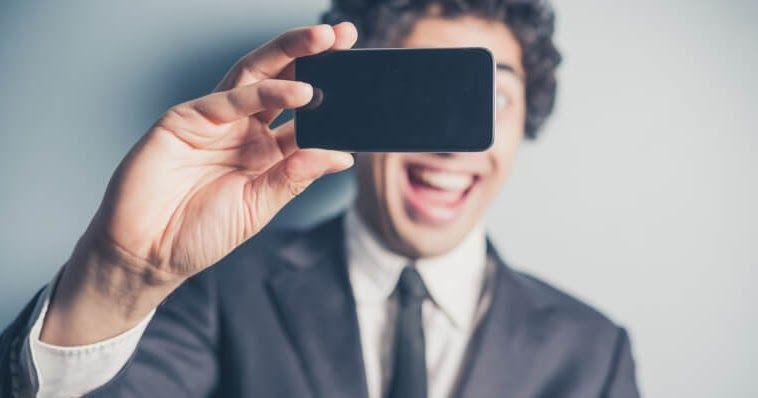 الباحثون قاموا بتطوير طريقة جديدة لتتبع ضغط الدم من خلال صور سيلفي Selfie Cardiac Event Power Of Social Media Selfie