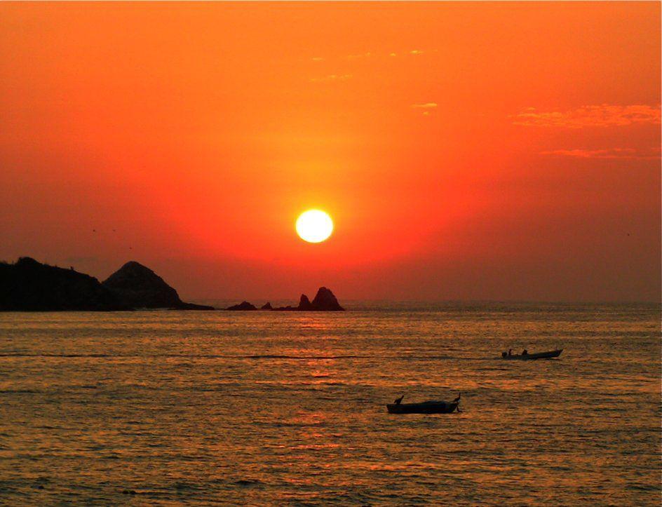 Su bahía es amplia y eso permite disfrutar atardeceres espectaculares. #Ixtapa  #OjalaEstuvierasAqui #BestDay