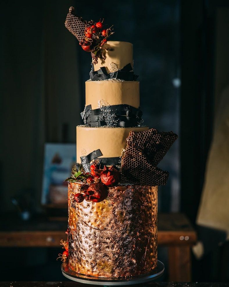 22 Beautiful wedding cakes to inspire you : Copper and Black wedding cake