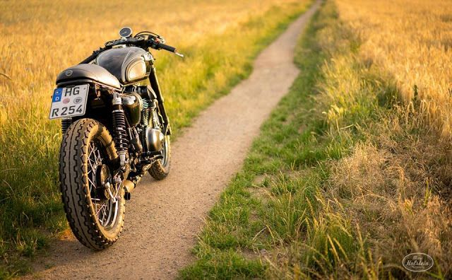 Kawasaki W800 Cafe Racer By Schlachtwerk Motorcycles Caferacer Motos