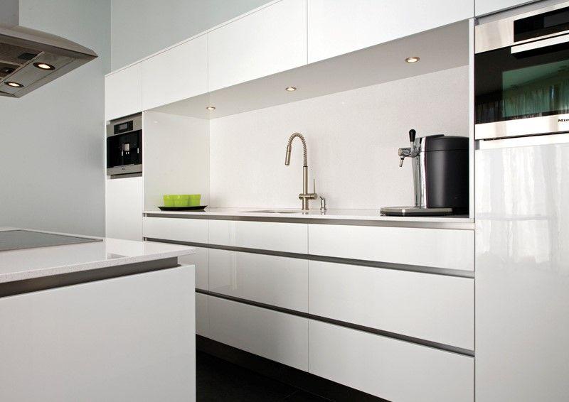 Greeploze keuken hoogglans wit matim haard en interieur kitchen pinterest interieur - Idee kleur moderne keuken ...