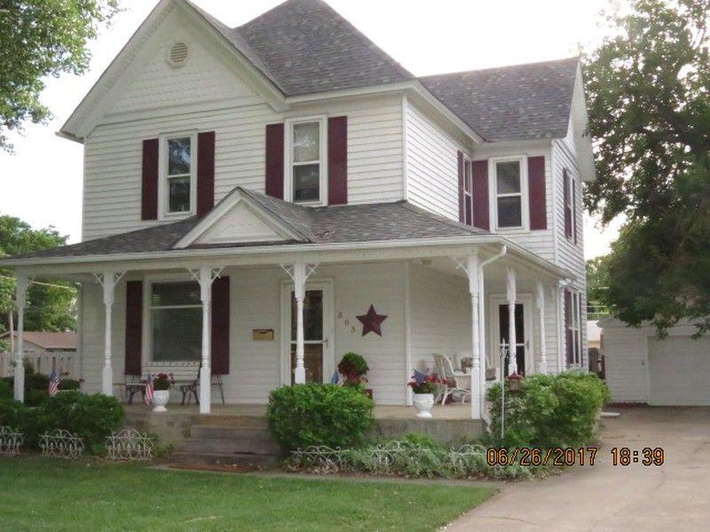 1910 Victorian In Sterling Kansas Oldhouses Com Victorian Homes Historic Homes Historic Homes For Sale
