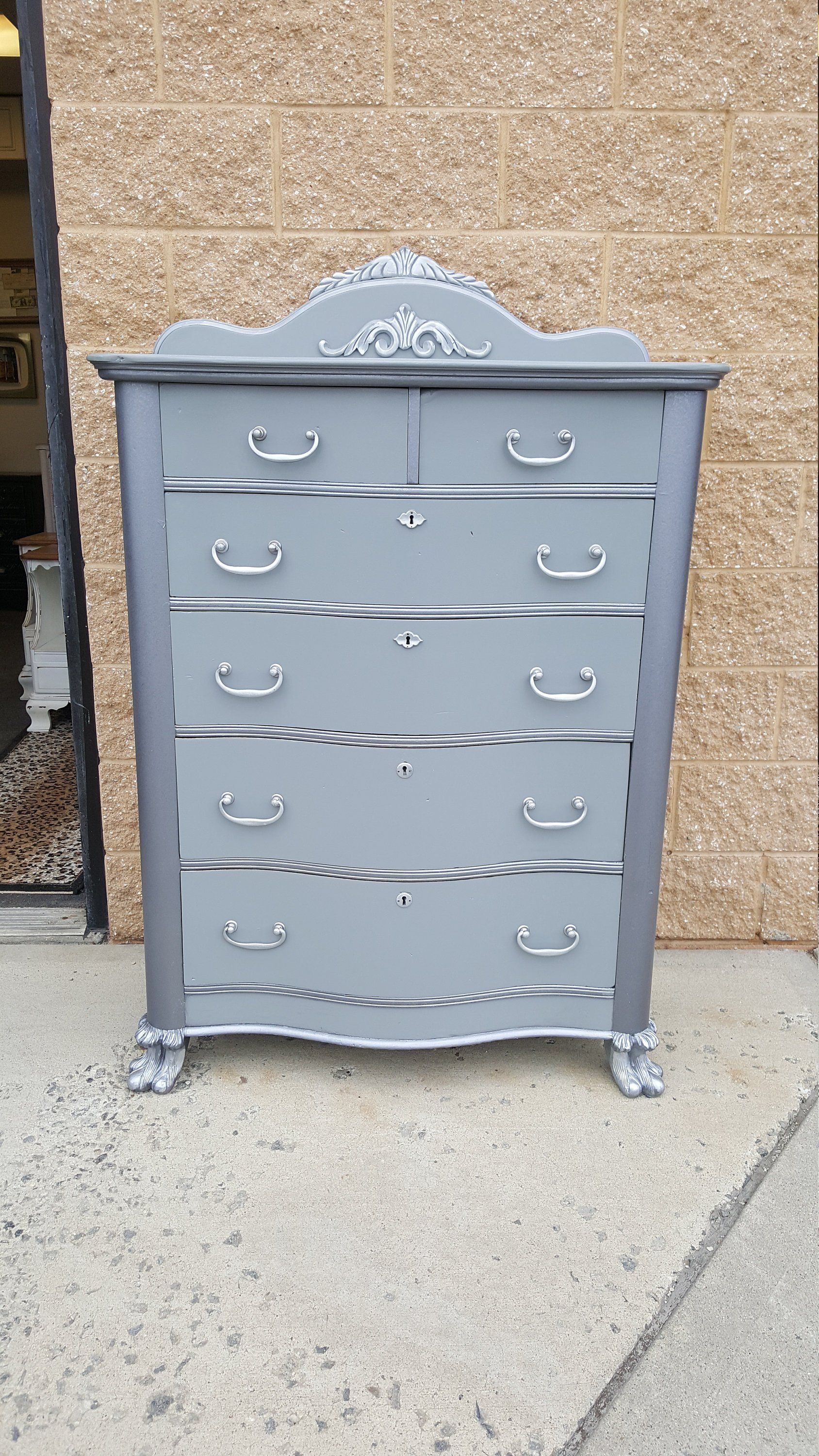 Vintage Metallic 6 Drawer Dresser Drawers Open And Close Smoothly Measures 37 Wide By 21 Deep And 47 T Vintage Painted Furniture Metallic Dresser Shabby Chic [ 3000 x 1688 Pixel ]