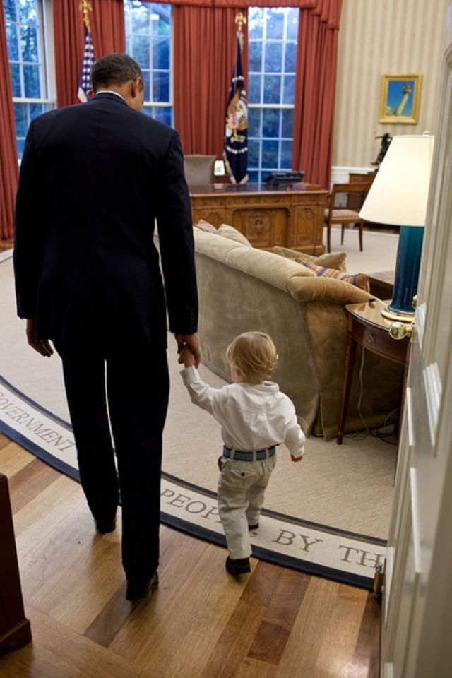 The Oval Office tour. Barack loves the kids!!!