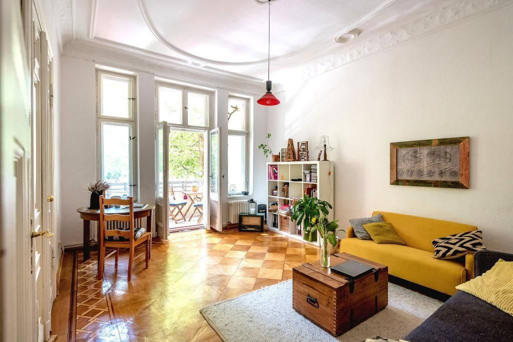 aufbewahrung balkon lichtdurchflutetes wohnzimmer mit. Black Bedroom Furniture Sets. Home Design Ideas