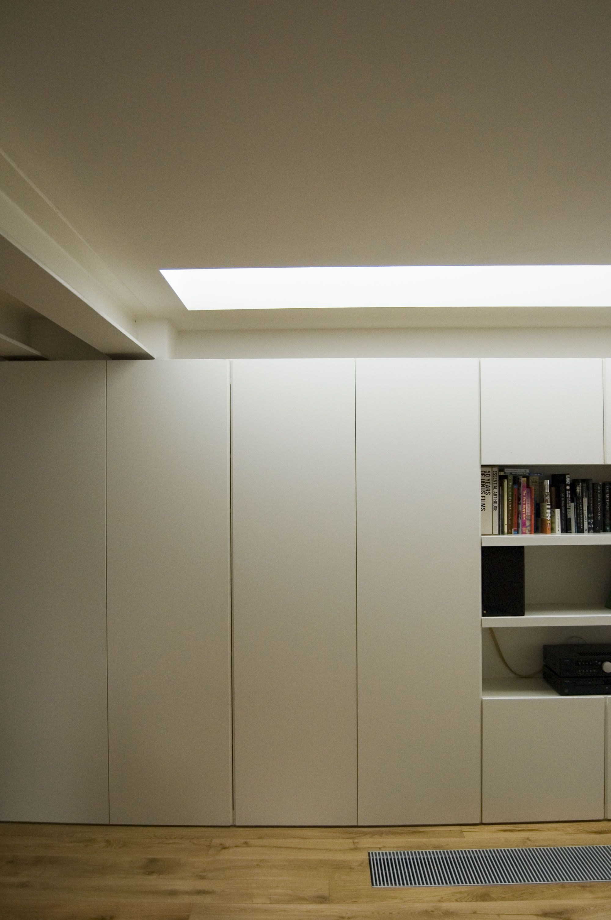 des placard discrets archi rangements bedroom storage loft house et closet doors. Black Bedroom Furniture Sets. Home Design Ideas