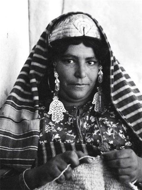 Africa |  A Jewish Tunisian woman knitting.  Tunisia, 1950s. | © Frank Scherschel.  Old Postcard image