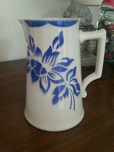 Superbe-petit-broc-pot-a-lait-Digoin-Sarreguemines-fleurs-bleues-modele-JACKY