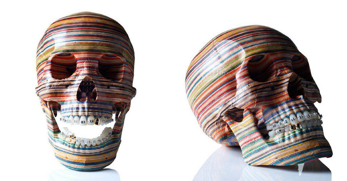 Esculturas multicoloridas incríveis feitas inteiramente de esqueites velhos