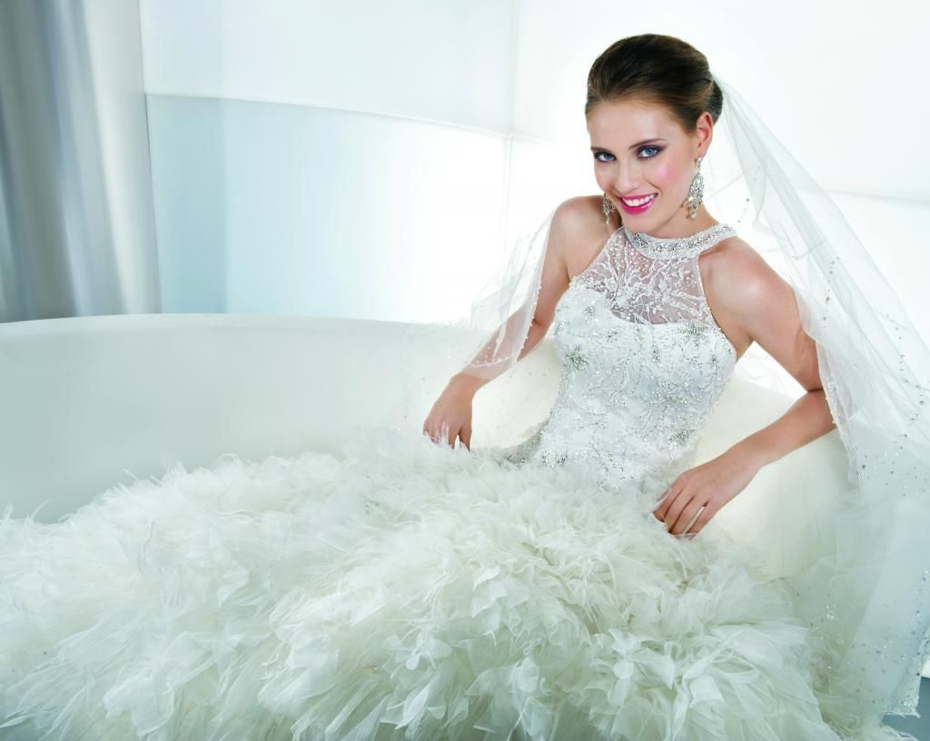 All we eat coconut with wedding dresses: if the dress, shoes, Halter ...