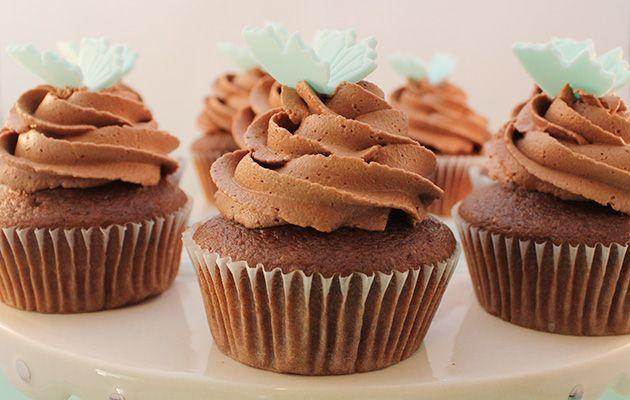 Med oppskrift på sjokoladesmørkrem! Til kaken kanskje? Easy Peasy Chocolate Cupcakes