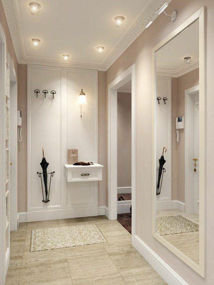 d corer un couloir des plafonniers sont allum s une. Black Bedroom Furniture Sets. Home Design Ideas