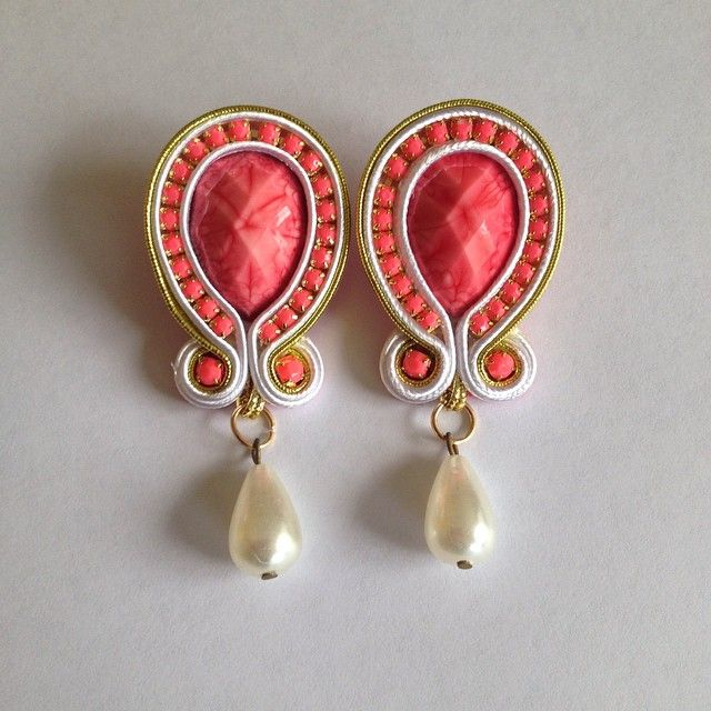 Zarcillos_soutache) | Iconosquare