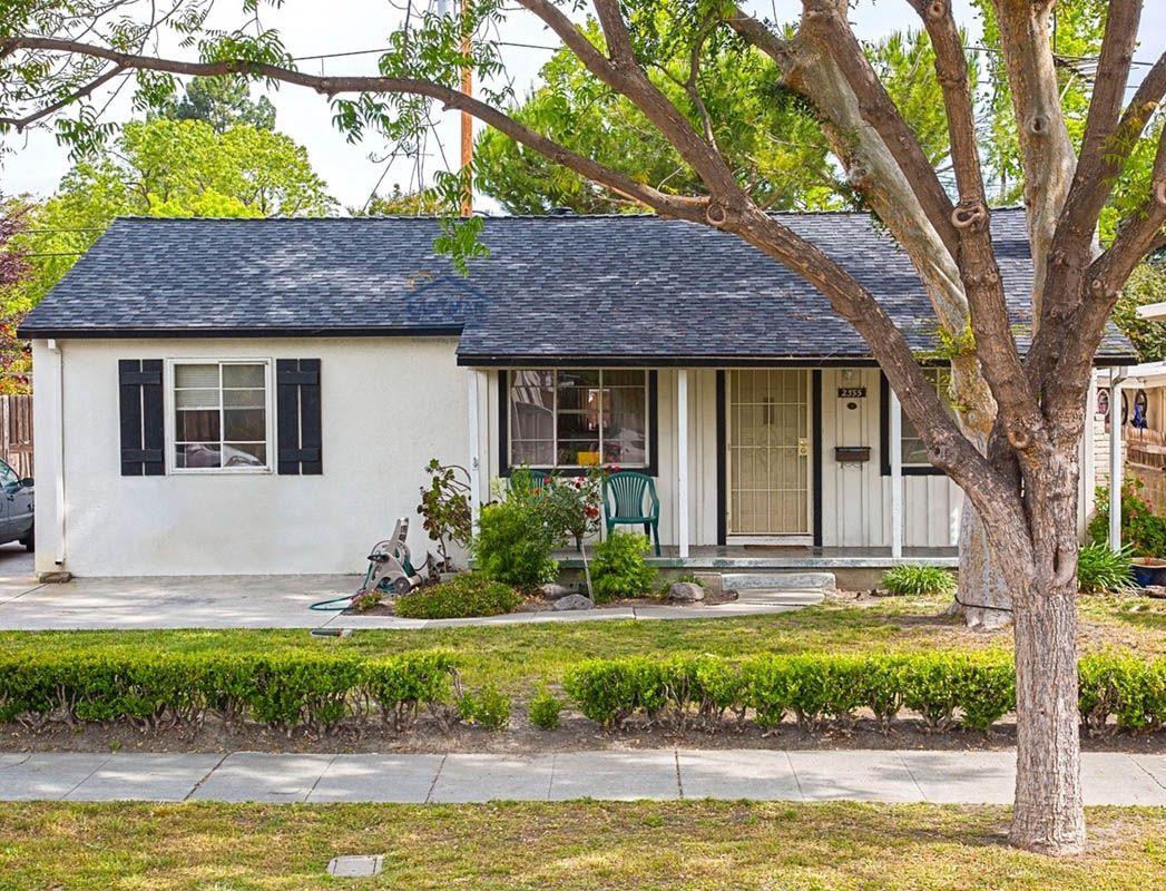 Best Certainteed Landmark Moire Black Roof Shingles House 400 x 300