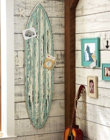 Old surfboards for decoration surf 39 s up on your wall for Surf decoration