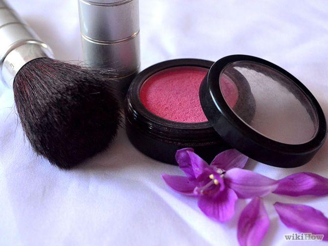 Aprende a cubrir las pecas con maquillaje vía es.wikihow.com