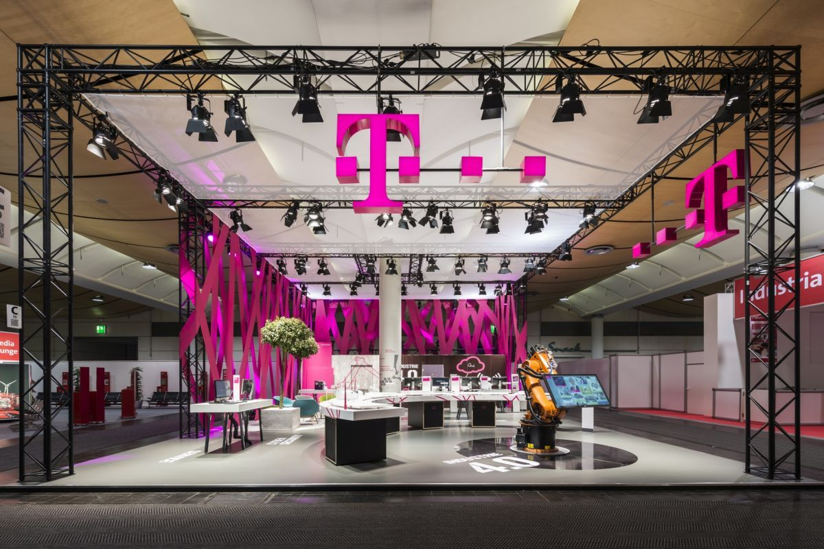 Deutsche telekom, Exhibit design by Hartmannvonsiebenthal Gmbh - Retailand Retail Design