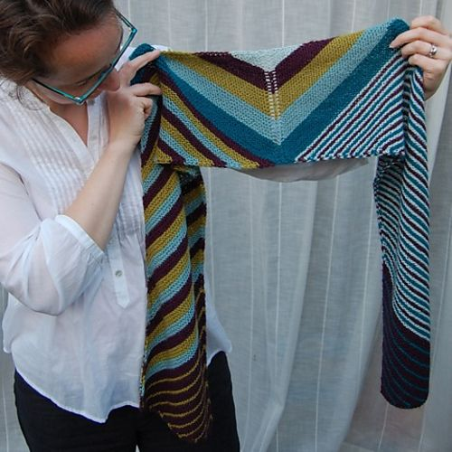 Think I know how she did this. Neat scarf idea. I'm sure that's a lot if ends.
