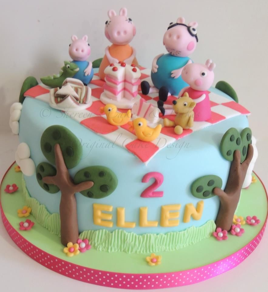 Love The Trees Peppa Pig Picnic Peppa Pig Family Picnic - Family birthday cake ideas
