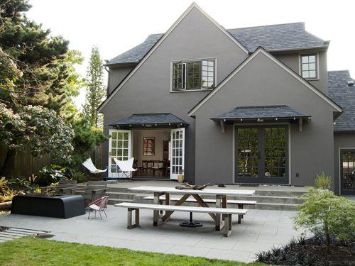 Medium Gray Stucco W Dark Grey Trim Source Risaboyer Com House Paint Exterior Exterior House Colors Gray House Exterior