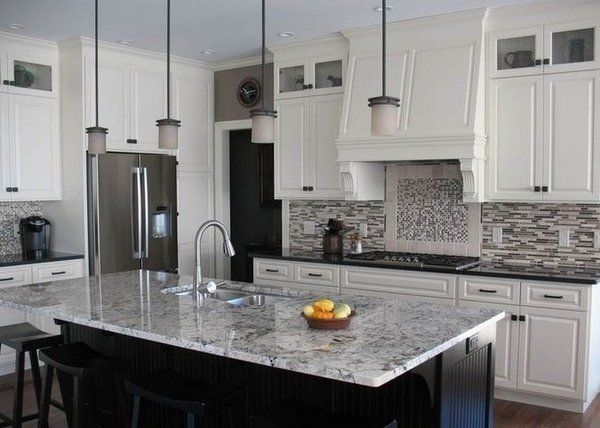 White Ice Granite Countertops White Cabinets Modern Backsplash Modern Kit Kitchen Design Granite Countertops Granite Countertops Kitchen Modern Kitchen Granite