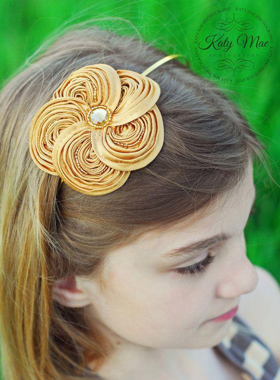 Diadema de oro flor remolino sedoso por TheFairyFactoryShop