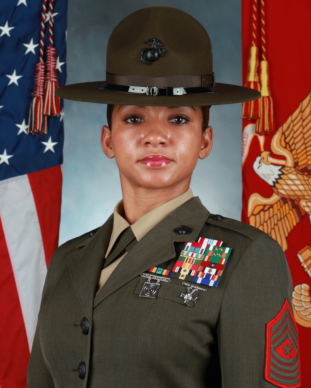 Usmc Women Marines Female Marines Female Marines Military Women Warrior Woman [ 3000 x 2400 Pixel ]