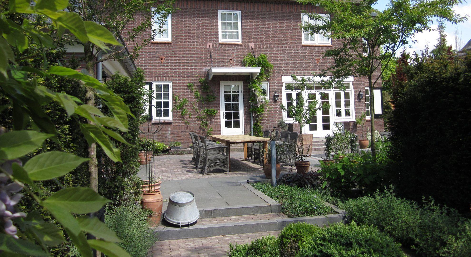 Rodenburg tuinen klassieke villa met gemetselde muurtjes om