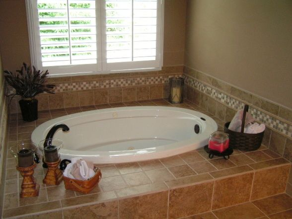 Tilework Around Tubs Jacuzzi Bathtub The Only Color Was A Row Of Dark Green Tile Around