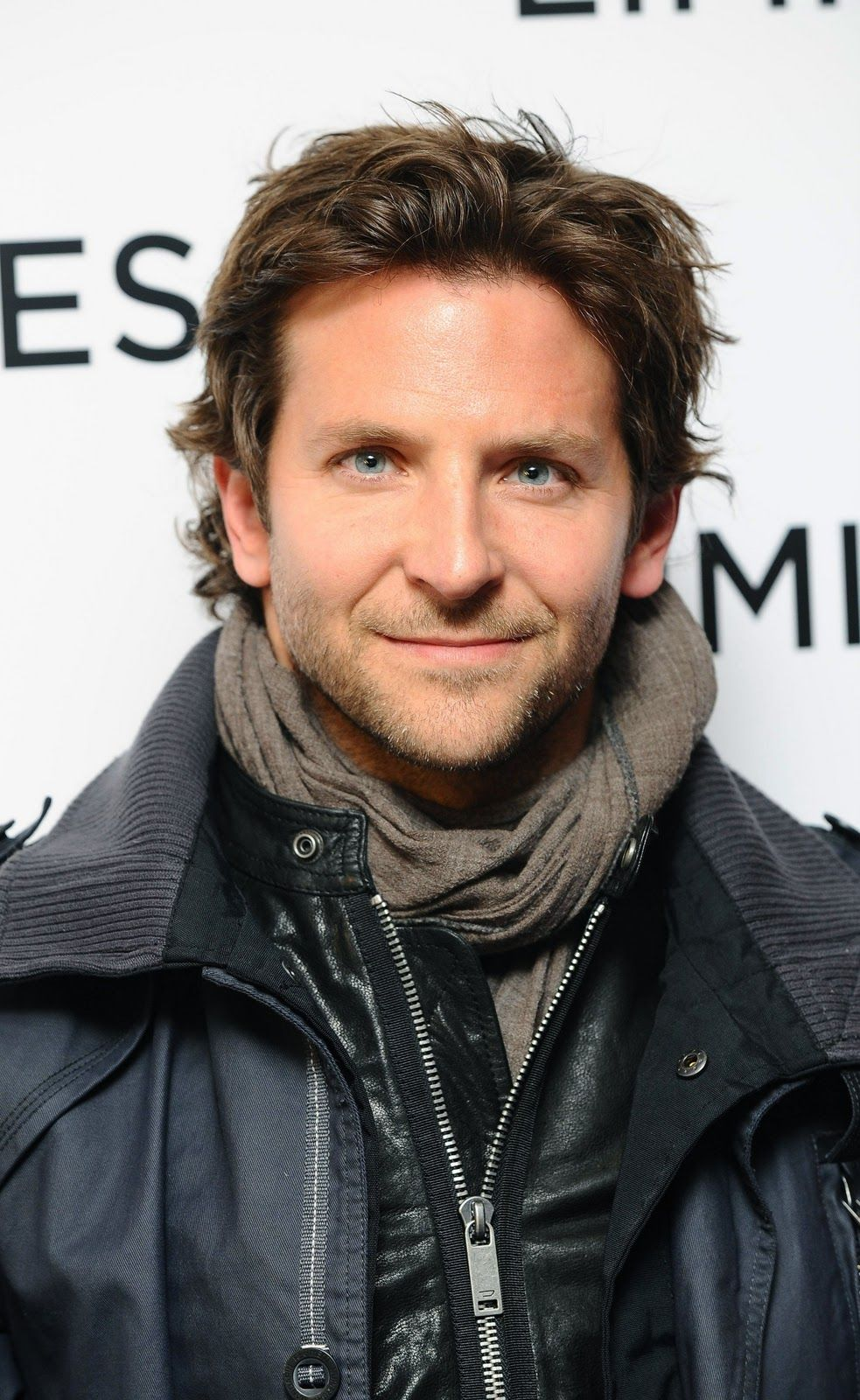 Bradley Cooper  Medium length hair men, Mens hairstyles medium