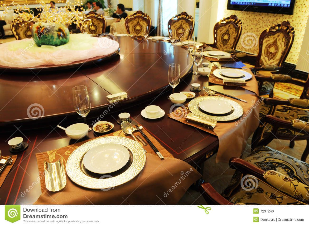Formal Dining Room Place Setting | The Luxury Formal Dinner Setting In An  Upscale Chinese Restaurant