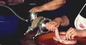 Una de las recetas que han llegado a nuestros días para preparar la longaniza de Aragón en nuestra casa utiliza por cada kilo de carne los s...