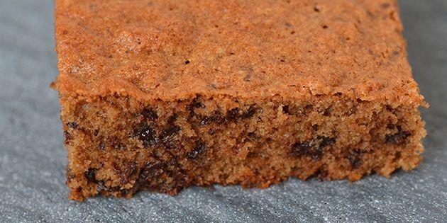 Dejlig luftig chokoladekage fyldt med knasende chokoladestykker.