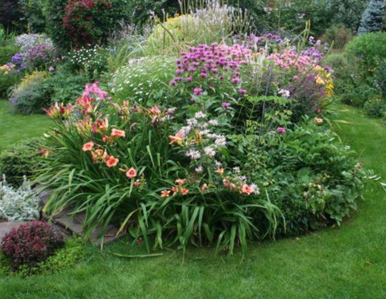 Pin By Gina Szczesny On Landscaping Garden Landscape Design Outdoor Flowers Garden Accents